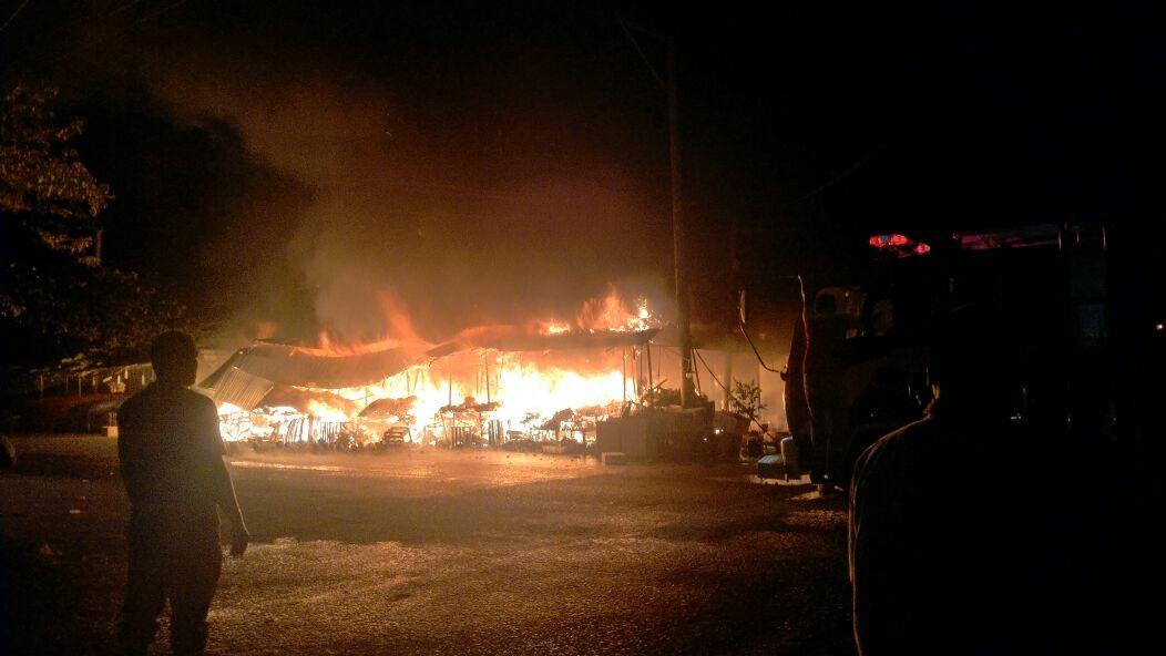 Pasar buah peunayong terbakar