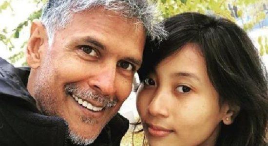 Ini Kisah Cinta Aktor Bollywood Berumur 52 Tahun dan Gadis 18 Tahun