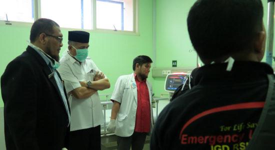Tinjau Korban Kebakaran Sumur Minyak di RSUZA