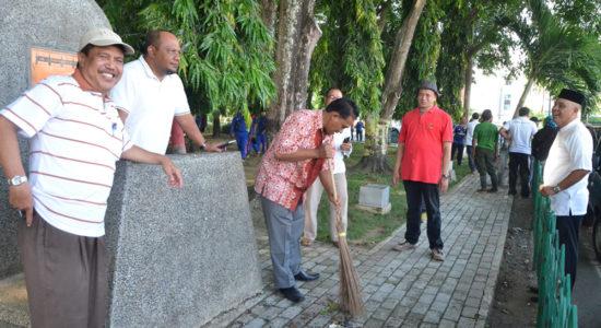 Wali Kota Pimpin Gotong Royong Bersihkan Rumah Ibadah