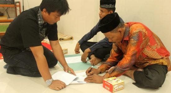 Salurkan Beasiswa Penuh kepada 20 Santri Tahfiz Quran