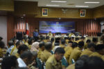 Membuka Rapat Kerja Camat se Aceh