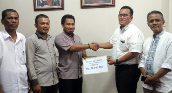 Serahkan Bantuan untuk Lombok