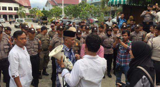 Walikota Banda Aceh Aminullah Usman kembali di Demo