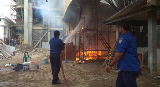 Bangunan di Samping SMA N 1 Banda Aceh Terbakar