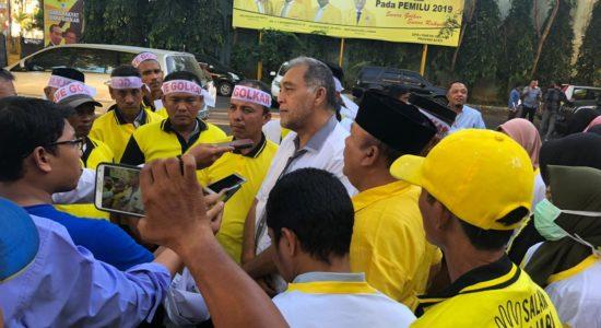 Puluhan Kader Golkar Aceh Tuntut PAW Firmandez