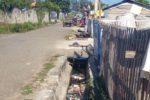 Sampah Berserak Sepanjang Jalan dan Bau Busuk