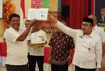 Pemerintah Aceh Serahkan 230 SK Kenaikan Pangkat Guru dan Tenaga Kesehatan