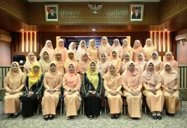 Resmi Jadi Ketua Dharma Wanita Setda Aceh