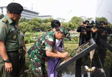 Panglima TNI Resmikan Monumen Jenderal Soedirman di Cilangkap