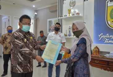 Wali Kota Serahkan IMB untuk Developer KPR