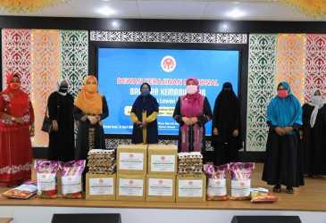 Nurmiaty Serahkan Bantuan Kemanusiaan untuk Perajin Kota Banda Aceh
