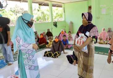 PKK Aceh Salurkan Bantuan Bagi Masyarakat Kurang Mampu