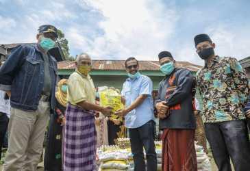 Plt Gubernur Bagikan Bantuan Sembako untuk Masyarakat Bener Meriah