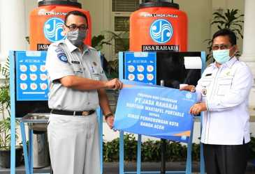 Wali Kota Serahkan Bantuan untuk Supir L-300