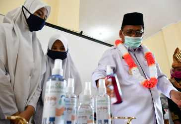 Wali Kota Launching Hand Sanitizer Karya Siswa SMP 14 Banda Aceh