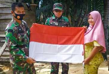 Bersinergi Bagikan Bendera Merah Putih