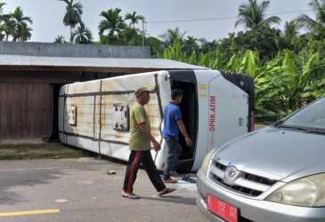 Bus Pengangkut ASN Terbalik di Aceh Timur