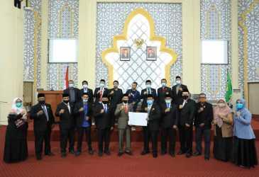 Eksekutif dan Legislatif Tandatangani Raqan APBK-P Banda Aceh 2020