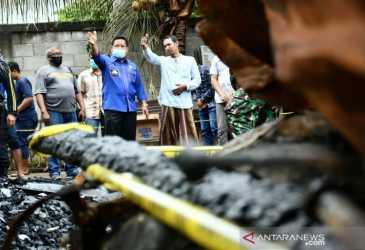 Aminullah serahkan bantuan korban kebakaran di Geuceu Kayee Jato