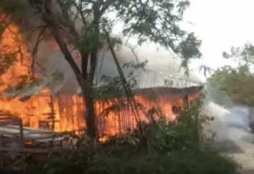 Lima Unit Rumah Sewa Ludes Terbakar