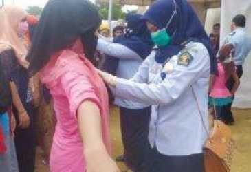 Petugas Imigrasi Sita Puluhan HP Rohingya