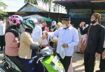 Chek Zainal Dukung Kegiatan Jumat Berbagi Berkah untuk Masyarakat