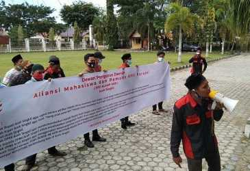 Mahasiswa dan Pemuda Anti Korupsi Demo ke Kantor DPRK Aceh Singkil, Tolak Pengadaan Mobil Dinas