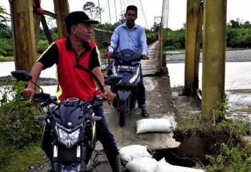 PUPR Tangani Jembatan Gantung Cot Manggie
