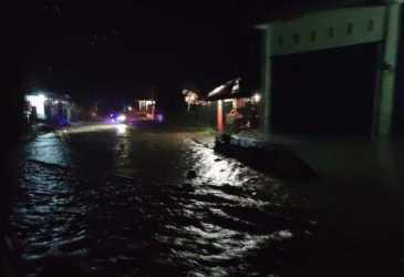 Pidie Diguyur Hujan lebat, Jalan Tangse-Geumpang Digenangi Air, Arus Transportasi Masih Lancar