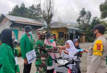 Mahasiswa KKN Unimal Gelar Operasi Yustisi di Timang Gajah, Edukasi Warga untuk Memakai Masker
