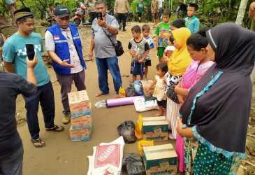 Korban Banjir Bandang Terima Bantuan Masa Panik