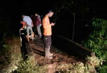 BPBD Bireuen Tinjau Jembatan Ambruk di Alue Gandai Peudada, Warga Berharap Segera Diperbaiki