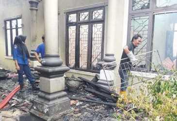 1 Rumah dan 3 Sepmor Terbakar