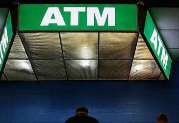 Tak Cuma Bisa 'Diintip', Ini 5 Eror ATM yang Pernah Terjadi
