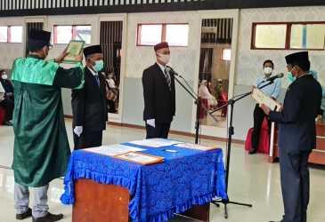 Bupati Agara Lantik PAW Komisioner KIP Periode 2019-2024