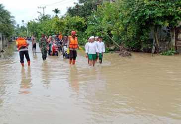 Personel Brimob Dikerahkan ke Lokasi Banjir