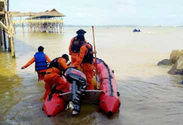 Remaja Putri Hilang Saat Mandi di Laut Lancok