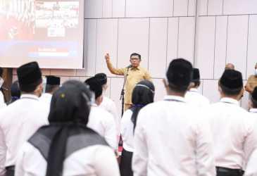 Serahkan SK Non PNS, Kadisdik Aceh Minta Pegawai Tingkatkan Kejujuran dalam Bekerja