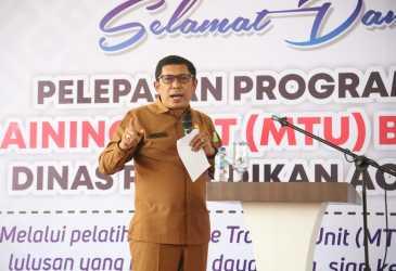 Kadis Pendidikan Aceh, Lepas Tiga MTU ke Sejumlah SMK