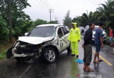 Mobil Anggota DPR Aceh Tabrak Pengendara Motor