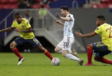 Messi vs Neymar Berebut Gelar Pertama