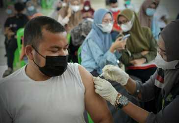 Sebanyak 1.372 Masyarakat Ikut Vaksinasi Massal COVID-19