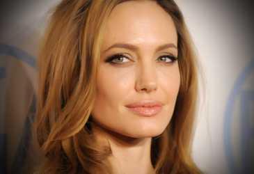 Angelina Jolie Unggah Surat Anak Afghanistan
