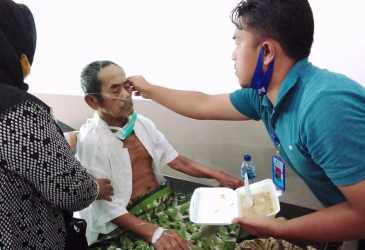 Antar Lansia Sebatangkara ke Rumah Sakit