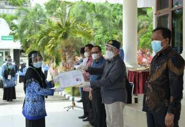 173 ASN Aceh Selatan dan Abdya Terima SK Kenaikan Pangkat dan Pensiun dari Sekda