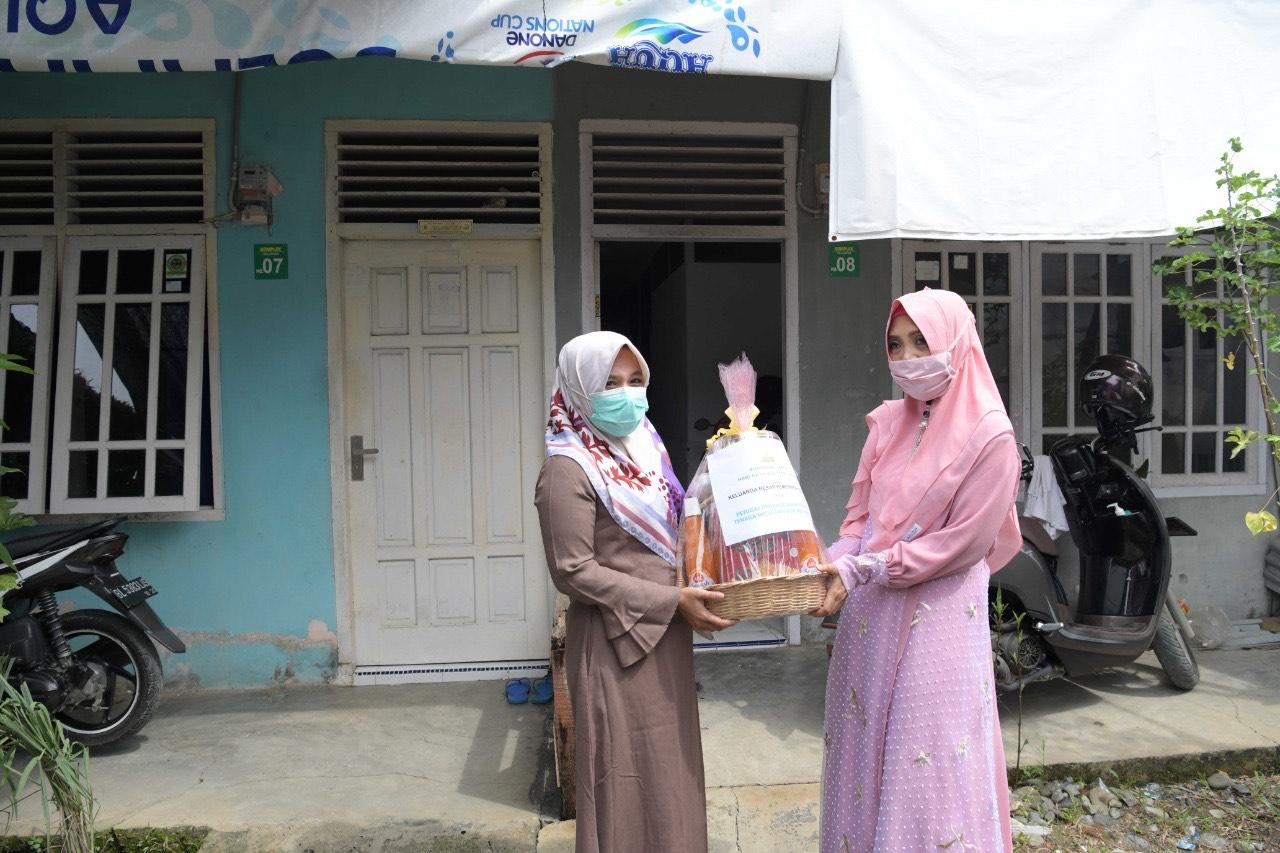 Pejabat Struktural Pemerintah Aceh Serahkan Bingkisan untuk Petugas Medis
