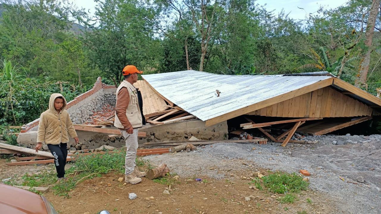 Rumah Warga di Bener Meriah Diterjang Badai