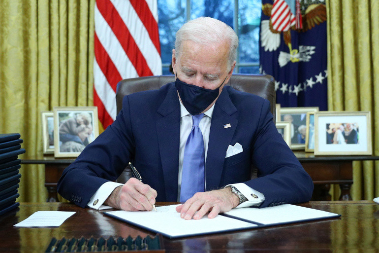Joe Biden Langsung Cabut Kebijakan Anti Muslim Donald Trump