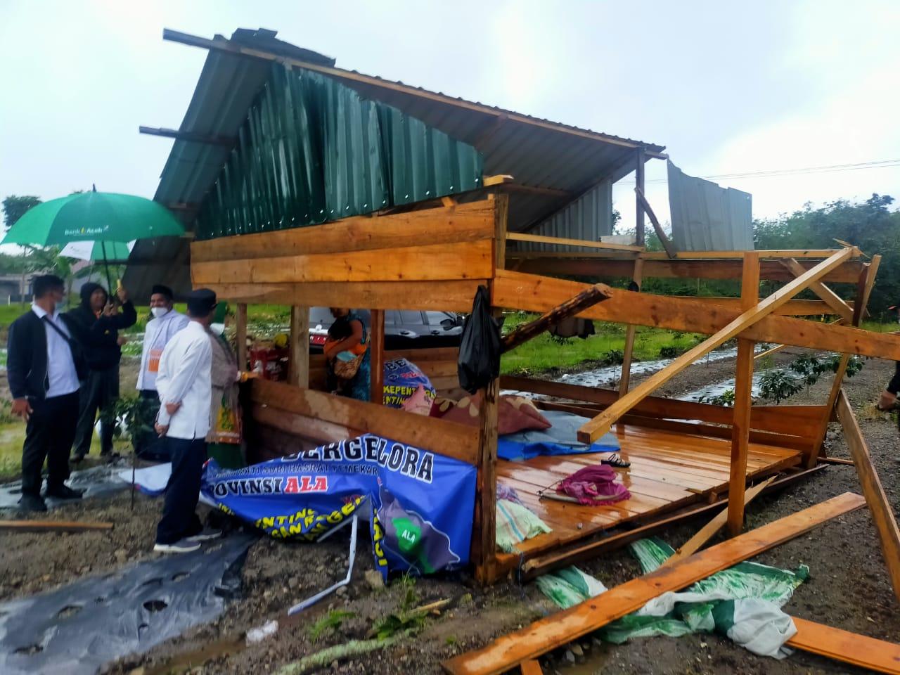 Angin Puting Beliung Terjang Pasar Sayur dan Rumah Warga